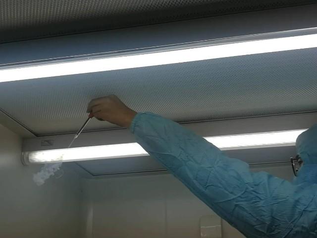 上海达沃在武汉生物研究所进行洁净工作台测试服务
