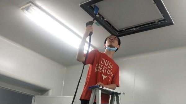 上海达沃在北京万辉双鹤公司进行称量罩高效过滤器检漏复测
